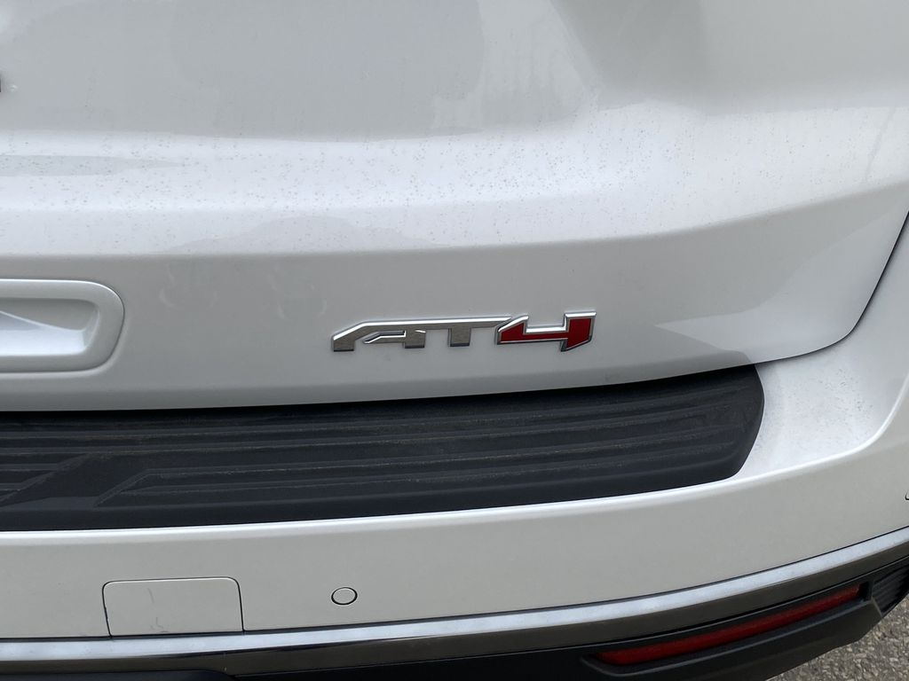 White[White Frost Tricoat] 2021 GMC Yukon XL Trim Specific Photo in Edmonton AB