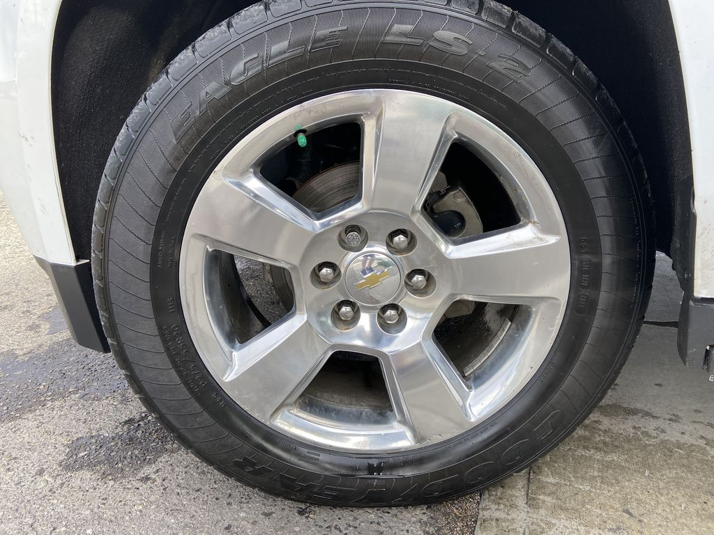 White[Summit White] 2016 Chevrolet Tahoe LT Left Front Rim and Tire Photo in Calgary AB