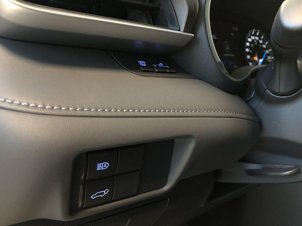 Celestial Silver Metallic 2021 Toyota Highlander Hybrid XLE Right Side Photo in Edmonton AB