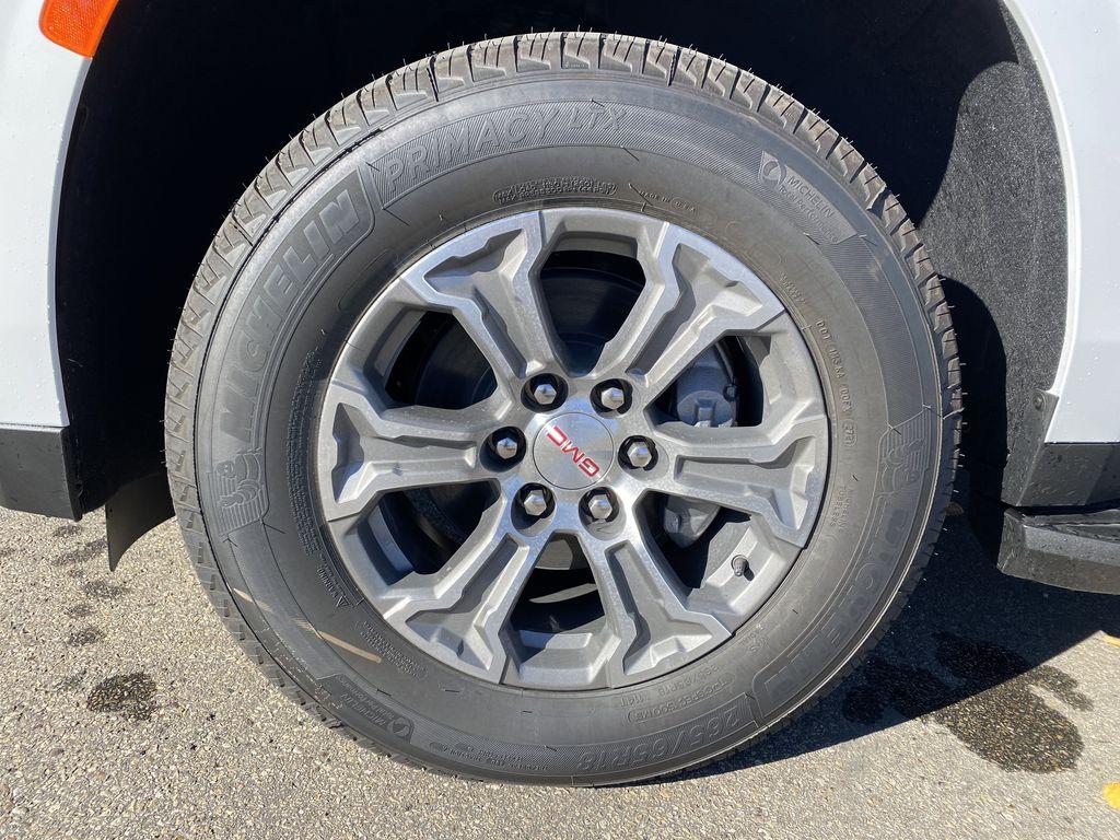 White[Summit White] 2021 GMC Yukon XL Left Front Rim and Tire Photo in Edmonton AB