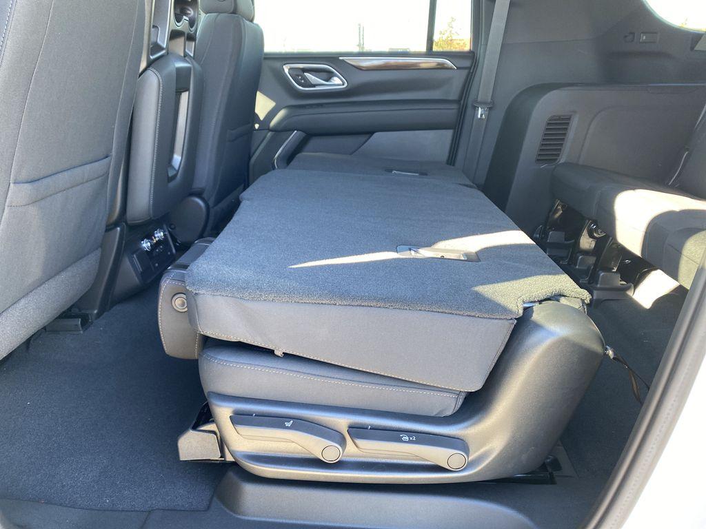 White[Summit White] 2021 GMC Yukon XL Rear Seat: Cargo/Storage Photo in Edmonton AB