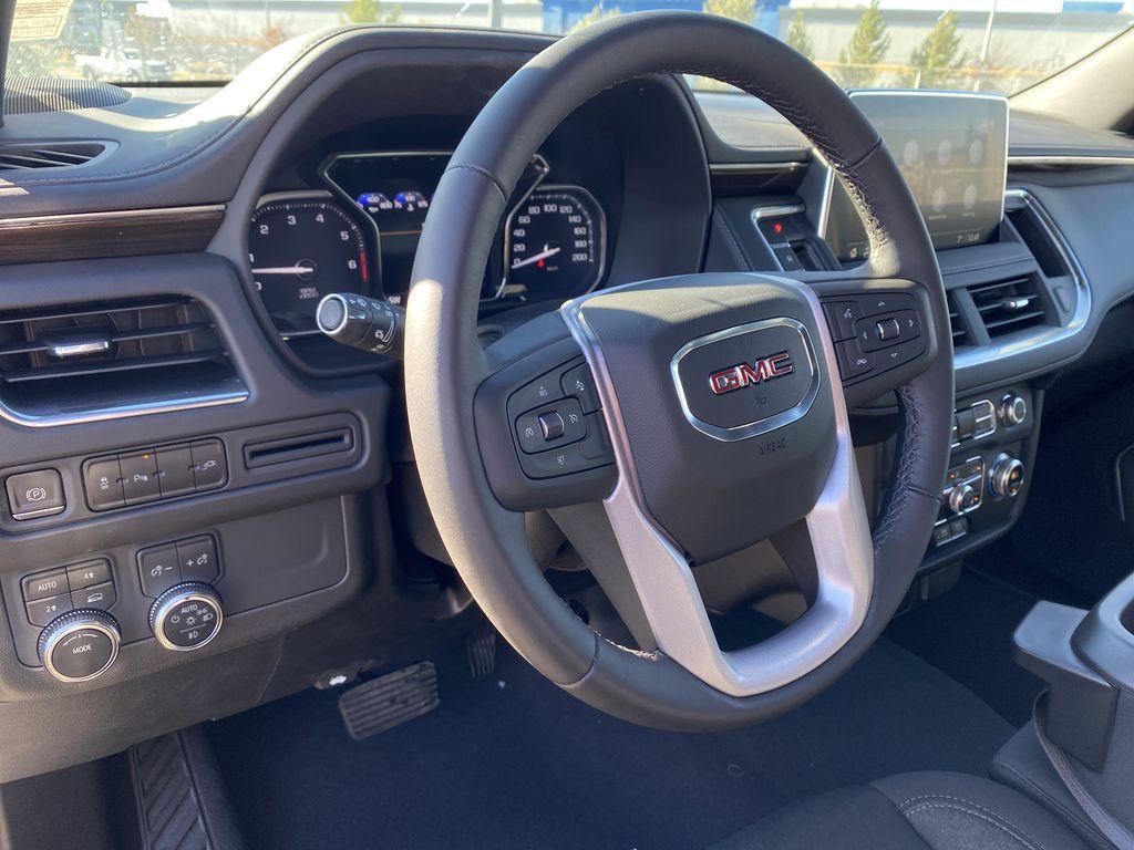 White[Summit White] 2021 GMC Yukon XL Steering Wheel and Dash Photo in Edmonton AB
