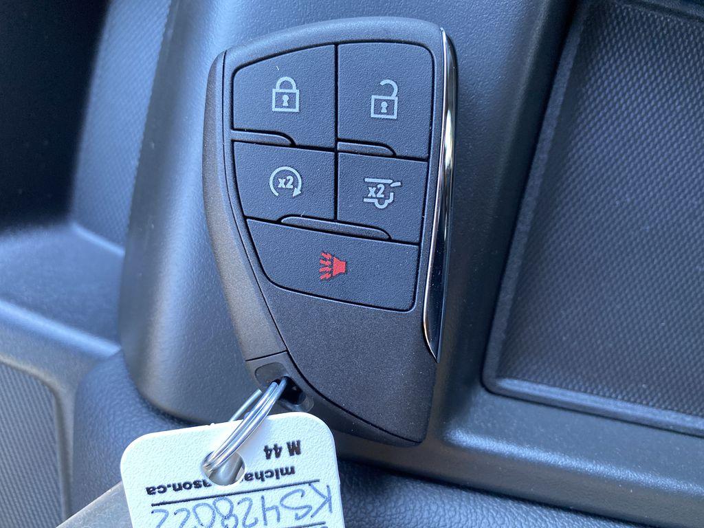 White[Summit White] 2021 GMC Yukon XL Key and Fob Photo in Edmonton AB