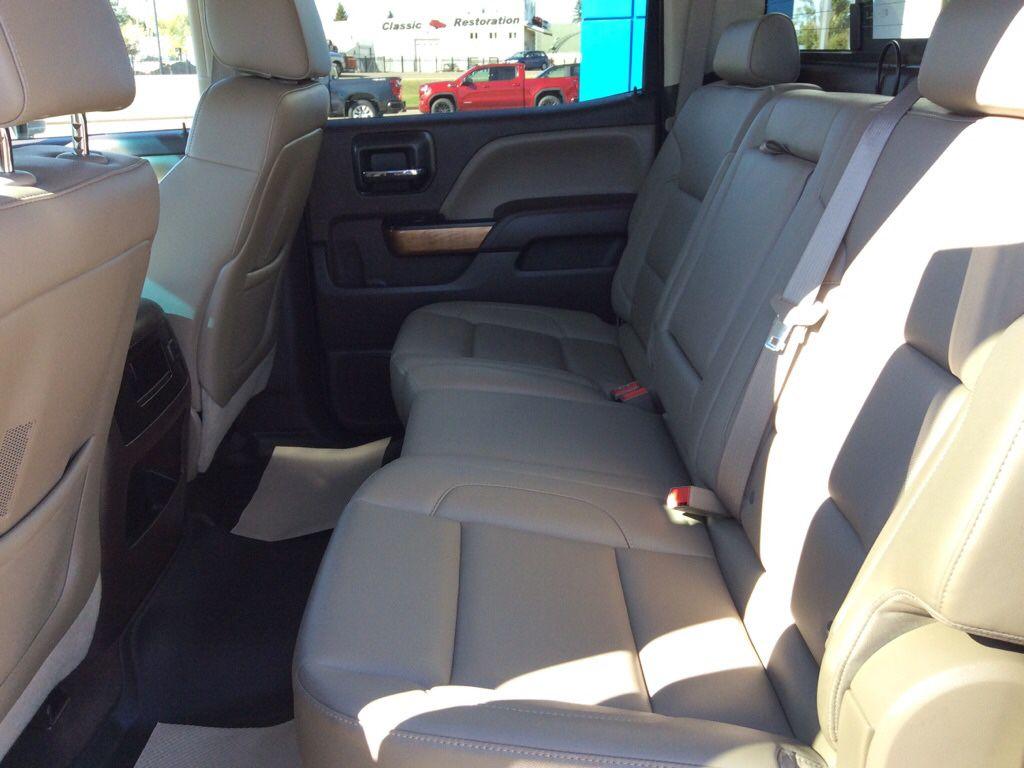 Grey 2015 Chevrolet Silverado 1500 Navigation Screen Closeup Photo in Westlock AB