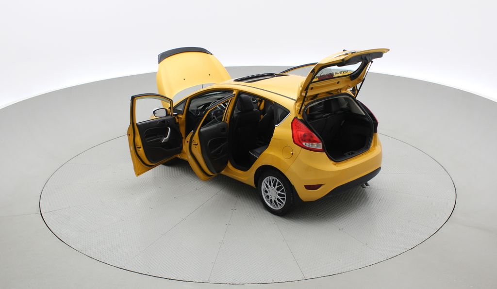 Yellow[Yellow Blaze Metallic Tri-Coat] 2011 Ford Fiesta SES - Automatic, Leather, LOW PRICE, Sunroof Right  Rear Corner Photo in Winnipeg MB