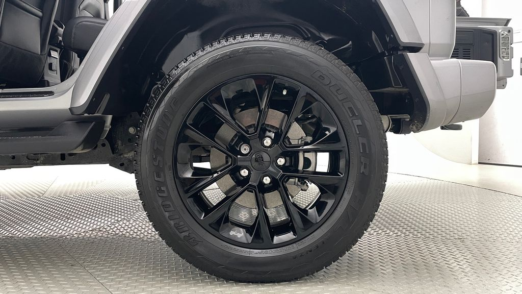 Silver[Billet Silver Metallic] 2021 Jeep Wrangler Unlimited High Altitude - RARE Gas/Electric Hybrid Left Rear Rim and Tire Photo in Winnipeg MB