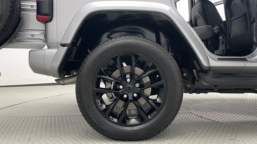 Silver[Billet Silver Metallic] 2021 Jeep Wrangler Unlimited High Altitude - RARE Gas/Electric Hybrid Right Rear Rim and Tire Photo in Winnipeg MB