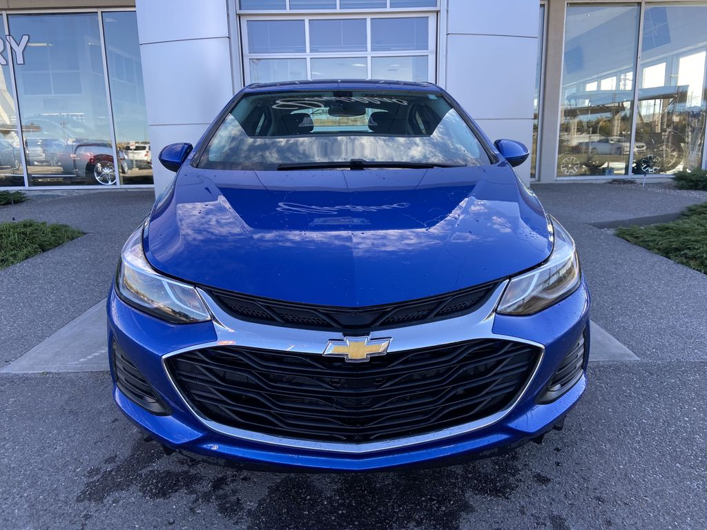 Blue[Kinetic Blue Metallic] 2019 Chevrolet Cruze LT Front Vehicle Photo in Calgary AB