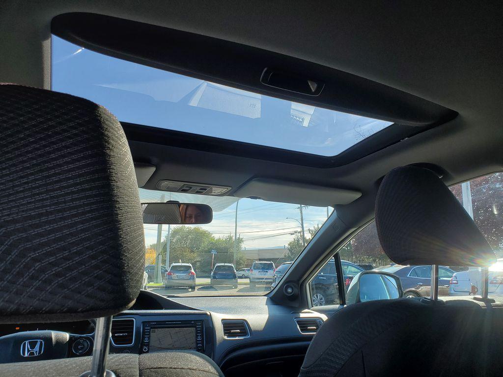 White[Taffeta White] 2013 Honda Civic SI Sedan Sunroof Photo in Kelowna BC