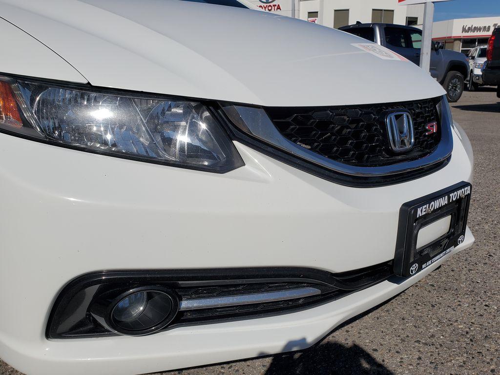 White[Taffeta White] 2013 Honda Civic SI Sedan Right Front Corner Photo in Kelowna BC