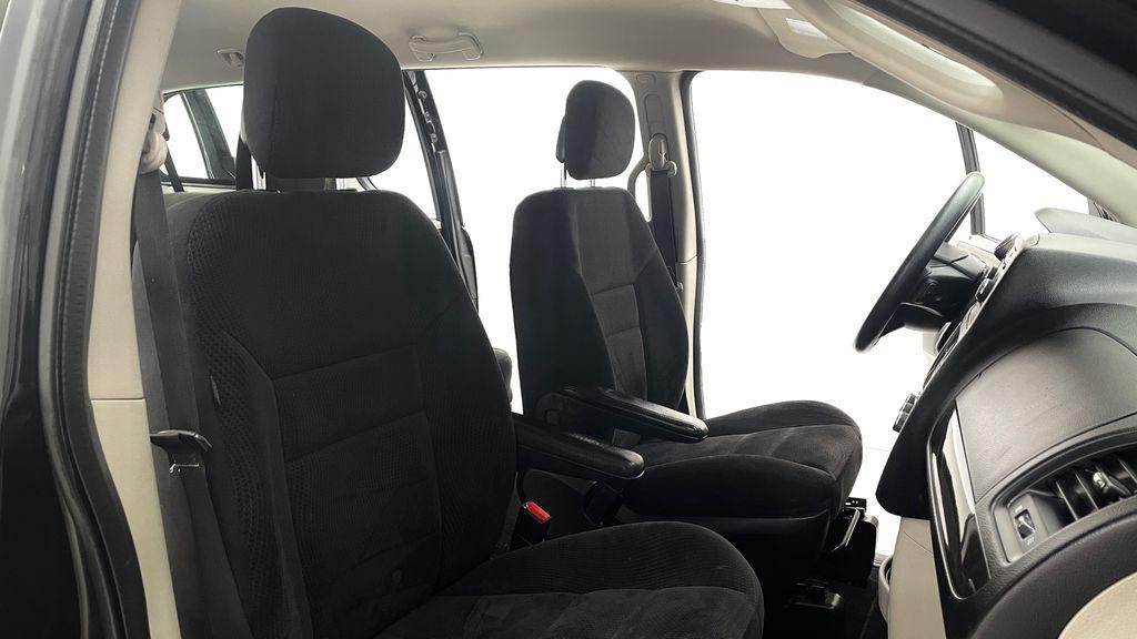Black[Brilliant Black Crystal Pearlcoat] 2014 Dodge Grand Caravan SE - 7 Passenger, Roof Rails, LOW KMs Right Side Front Seat  Photo in Winnipeg MB