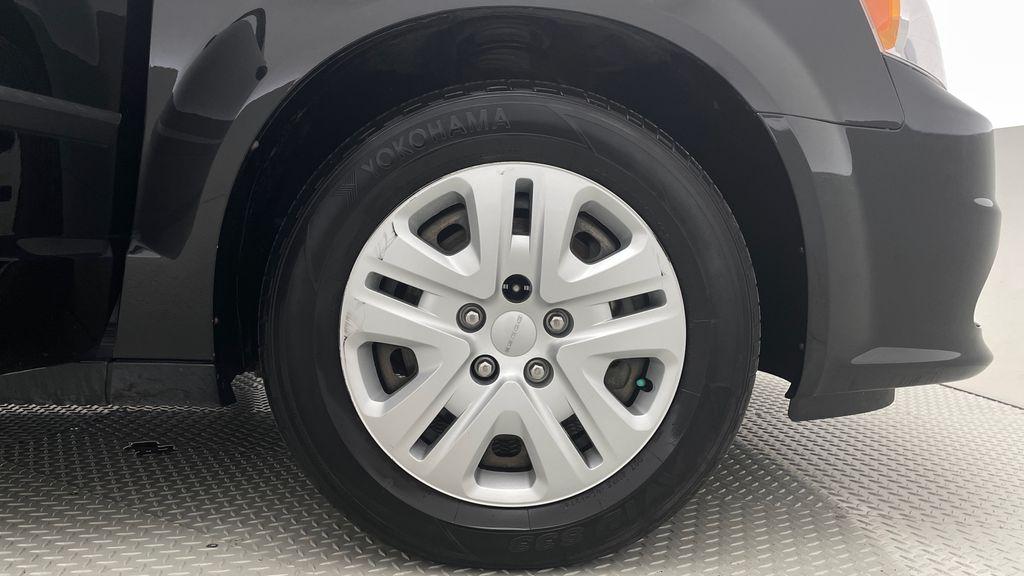 Black[Brilliant Black Crystal Pearlcoat] 2014 Dodge Grand Caravan SE - 7 Passenger, Roof Rails, LOW KMs Right Front Rim and Tire Photo in Winnipeg MB