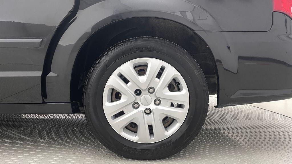 Black[Brilliant Black Crystal Pearlcoat] 2014 Dodge Grand Caravan SE - 7 Passenger, Roof Rails, LOW KMs Left Rear Rim and Tire Photo in Winnipeg MB