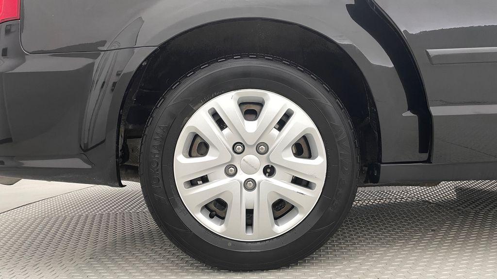 Black[Brilliant Black Crystal Pearlcoat] 2014 Dodge Grand Caravan SE - 7 Passenger, Roof Rails, LOW KMs Right Rear Rim and Tire Photo in Winnipeg MB