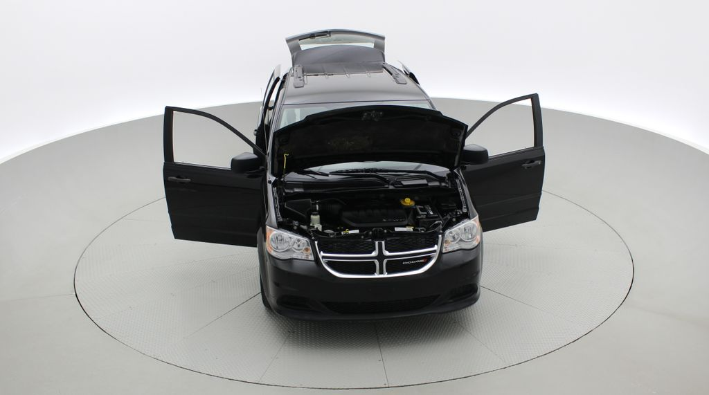 Black[Brilliant Black Crystal Pearlcoat] 2014 Dodge Grand Caravan SE - 7 Passenger, Roof Rails, LOW KMs Front Vehicle Photo in Winnipeg MB