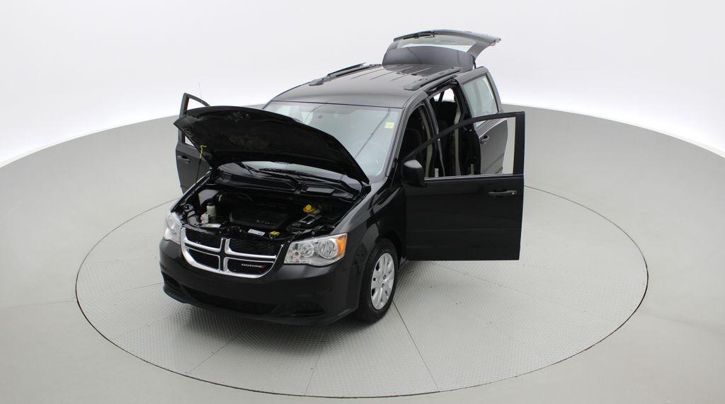 Black[Brilliant Black Crystal Pearlcoat] 2014 Dodge Grand Caravan SE - 7 Passenger, Roof Rails, LOW KMs Left Front Corner Photo in Winnipeg MB
