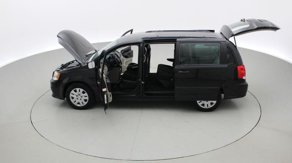 Black[Brilliant Black Crystal Pearlcoat] 2014 Dodge Grand Caravan SE - 7 Passenger, Roof Rails, LOW KMs Left Side Photo in Winnipeg MB