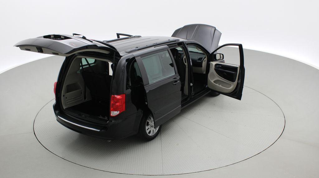 Black[Brilliant Black Crystal Pearlcoat] 2014 Dodge Grand Caravan SE - 7 Passenger, Roof Rails, LOW KMs Right  Rear Corner Photo in Winnipeg MB
