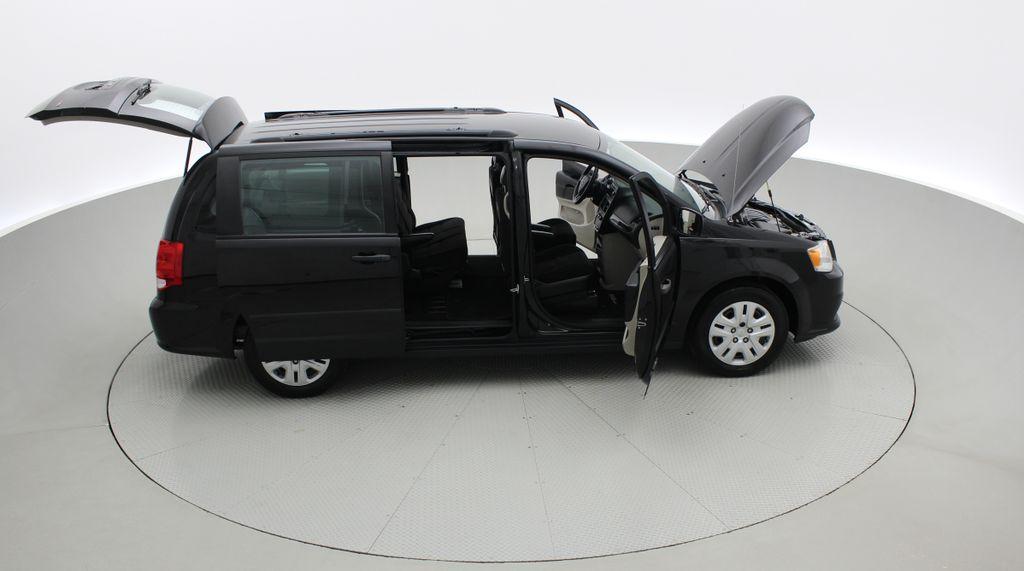 Black[Brilliant Black Crystal Pearlcoat] 2014 Dodge Grand Caravan SE - 7 Passenger, Roof Rails, LOW KMs Right Side Photo in Winnipeg MB