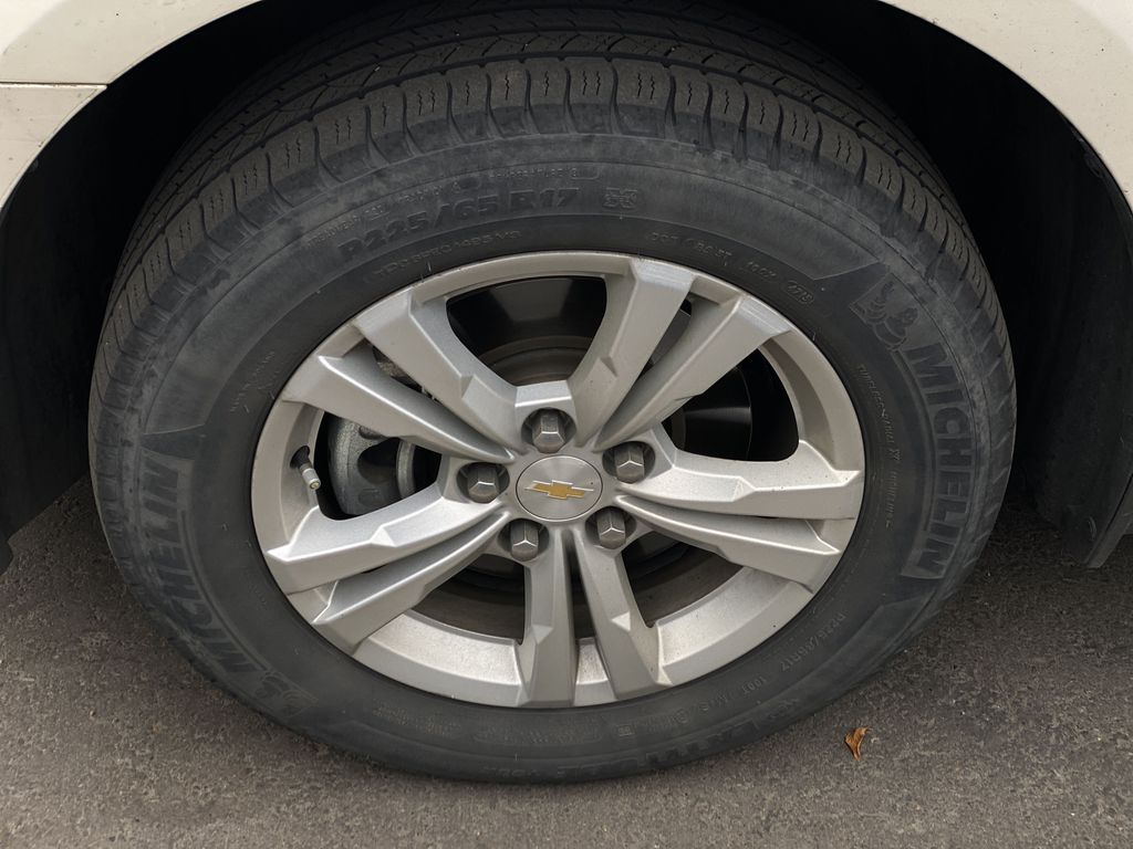 WHITE 2014 Chevrolet Equinox LT Left Front Rim and Tire Photo in Edmonton AB