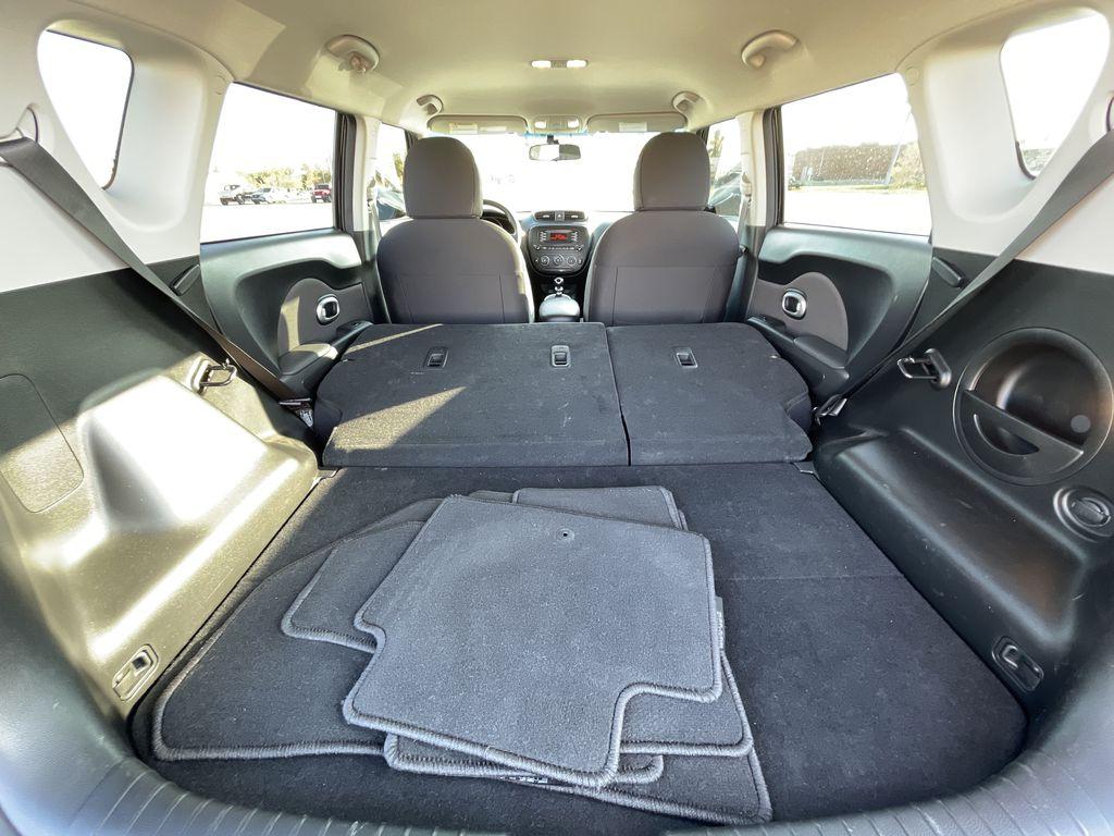 Black[Onyx Pearl] 2016 Kia Soul 5dr Wgn Manual LX *Heated Seats* *Bluetooth* *Cruise* Additional Photo in Brandon MB