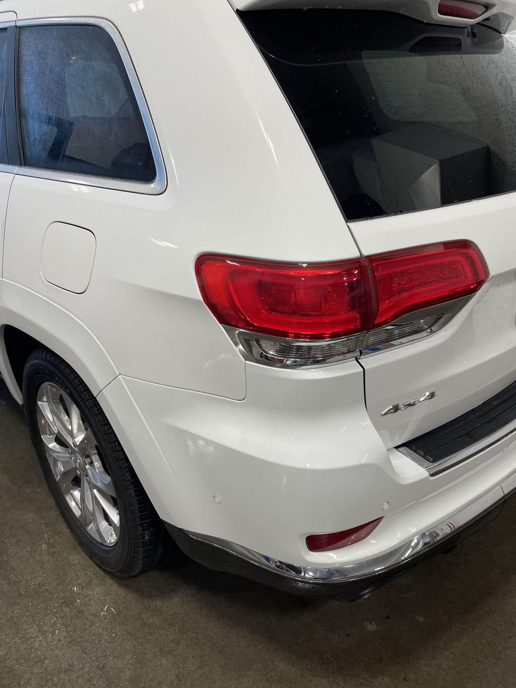 White[Bright White] 2019 Jeep Grand Cherokee Strng Wheel: Frm Rear in Belleville ON