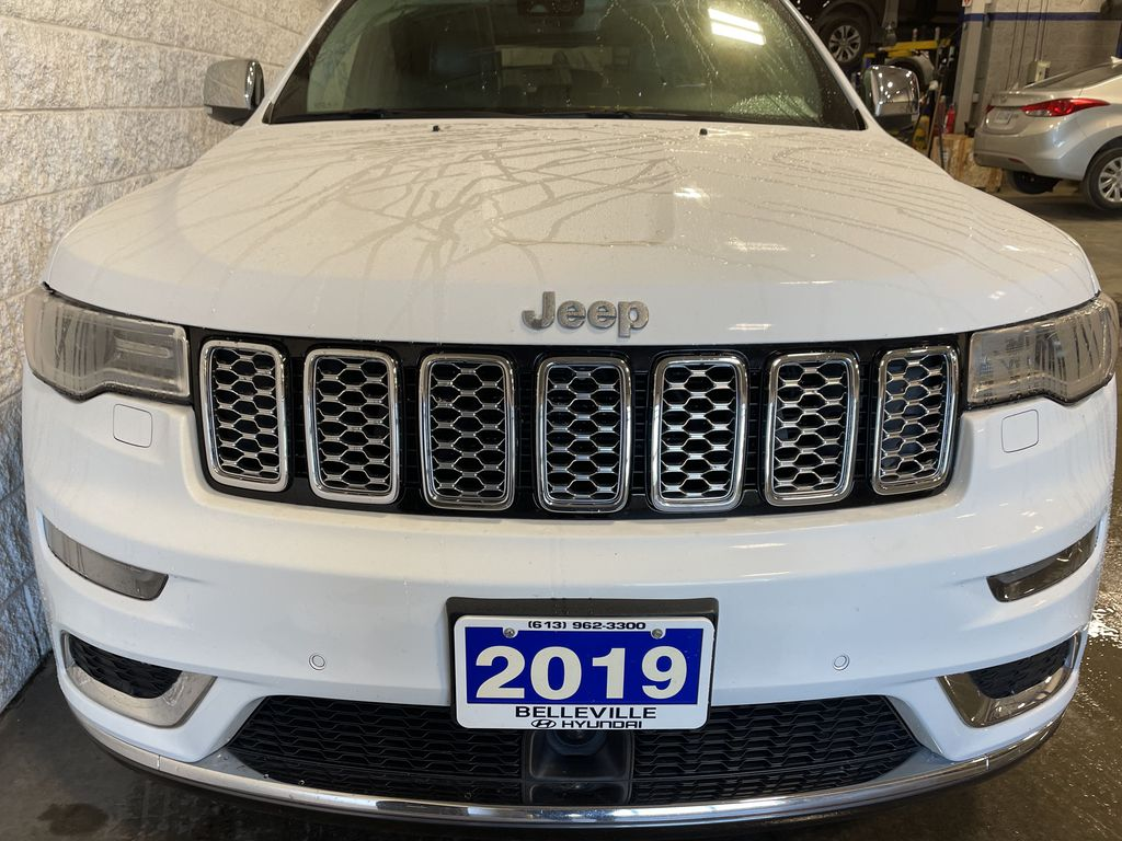 White[Bright White] 2019 Jeep Grand Cherokee Left Front Interior Door Panel Photo in Belleville ON