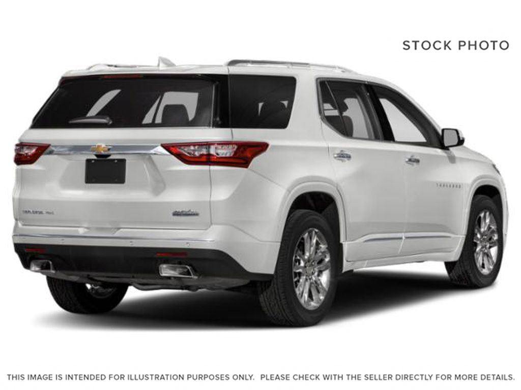White[Iridescent Pearl Tricoat] 2018 Chevrolet Traverse Right Rear Corner Photo in Fort Macleod AB