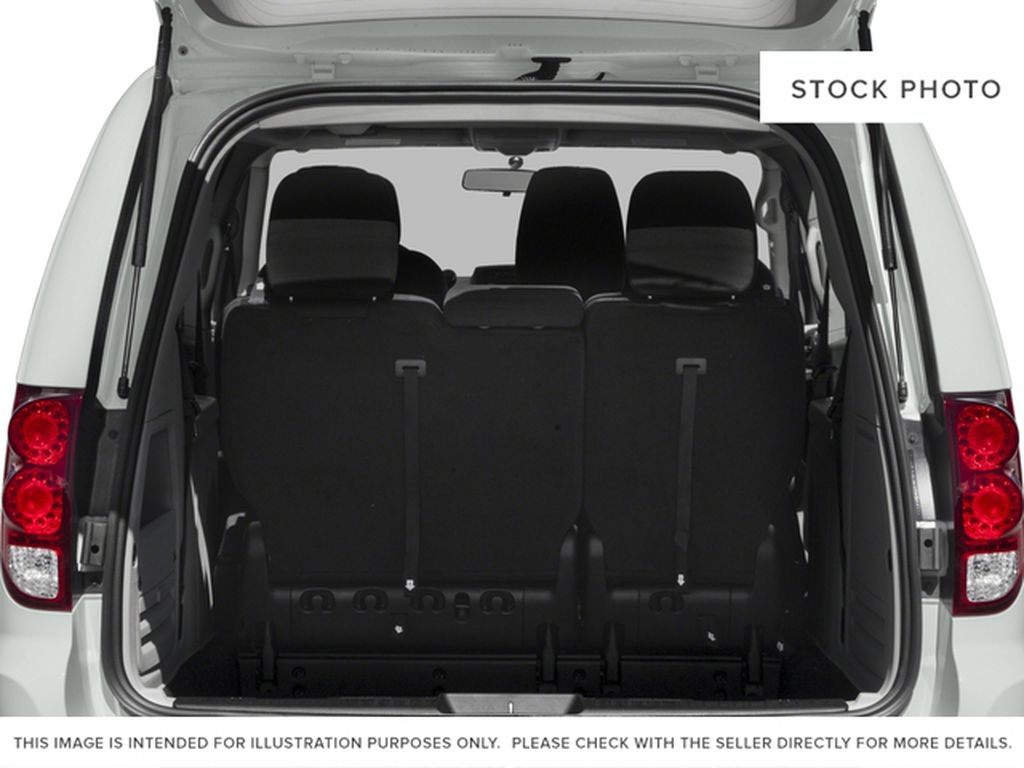 Black[Brilliant Black Crystal Pearl] 2018 Dodge Grand Caravan Trunk / Cargo Area Photo in Fort Macleod AB