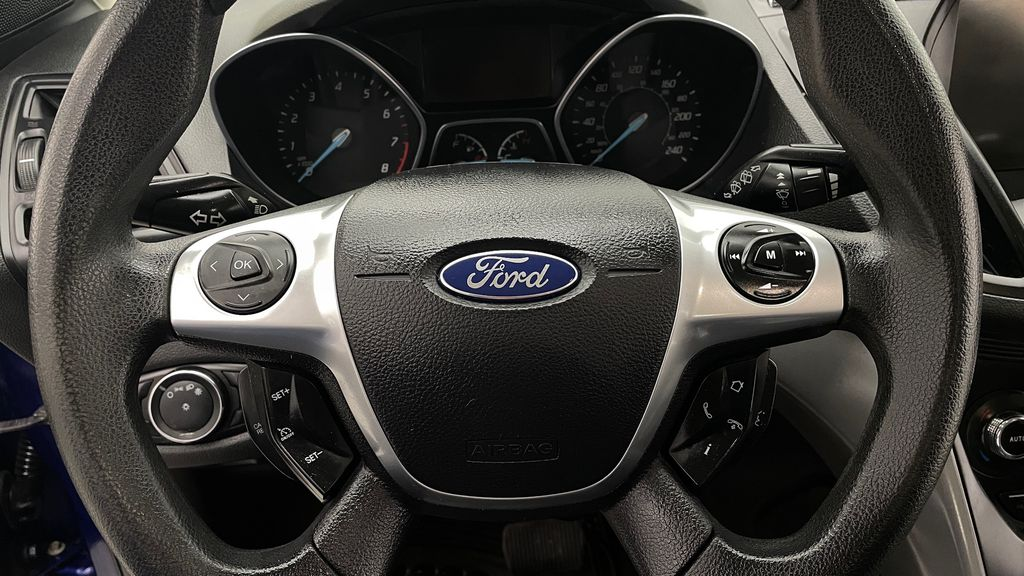 Blue[Deep Impact Blue] 2013 Ford Escape SE 4WD Additional Photo 1 in Winnipeg MB