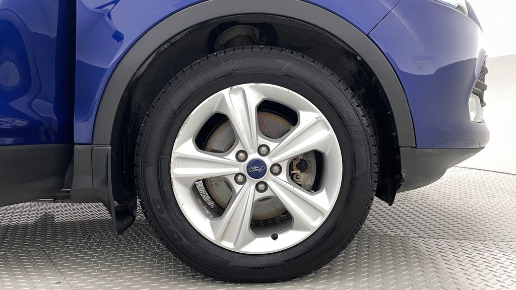 Blue[Deep Impact Blue] 2013 Ford Escape SE 4WD Right Front Rim and Tire Photo in Winnipeg MB