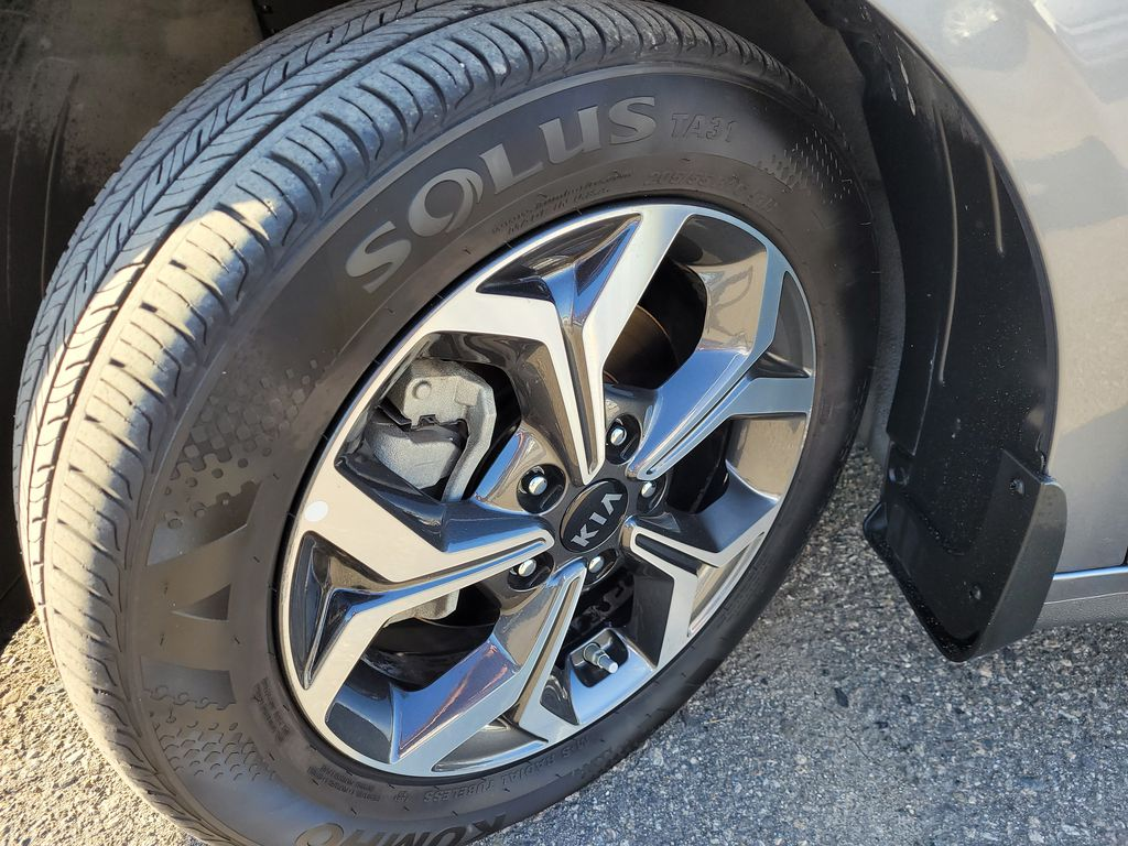 2019 Kia Forte Left Front Rim and Tire Photo in Kelowna BC