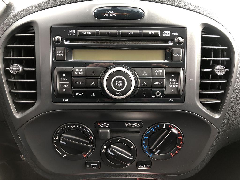 2011 Nissan JUKE Central Dash Options Photo in Kelowna BC
