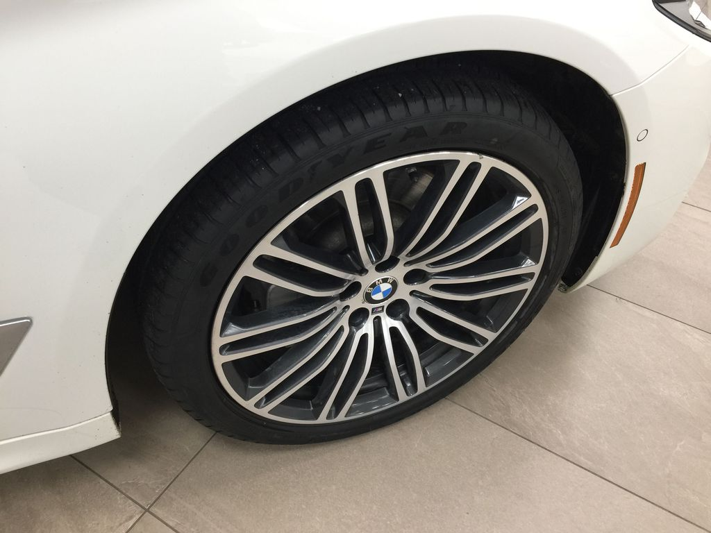 White[Alpine White] 2018 BMW 5 Series 530I XDRIVE Right Front Rim and Tire Photo in Sherwood Park AB