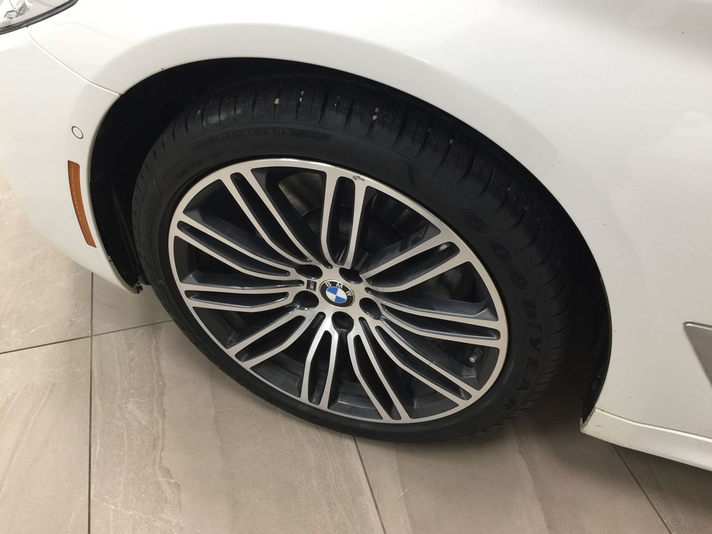 White[Alpine White] 2018 BMW 5 Series 530I XDRIVE Left Front Rim and Tire Photo in Sherwood Park AB