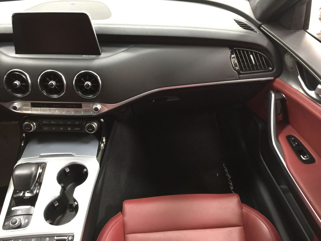 Black[Aurora Black] 2019 Kia Stinger GT2 / LEATHER ROOF Right Front Seat Photo in Sherwood Park AB