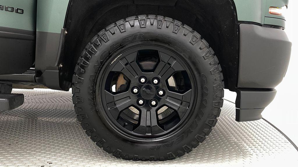 Green 2018 Chevrolet Silverado 1500 LT Z71 4WD - Custom Wrap, Crew, 5.3L Right Front Rim and Tire Photo in Winnipeg MB