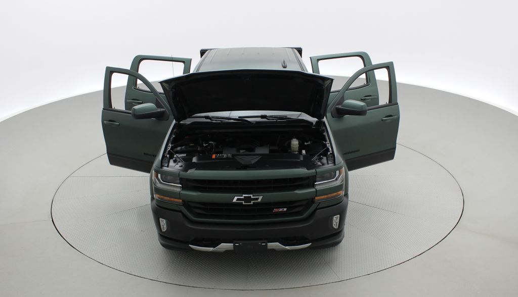 Green 2018 Chevrolet Silverado 1500 LT Z71 4WD - Custom Wrap, Crew, 5.3L Front Vehicle Photo in Winnipeg MB