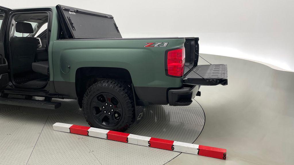 Green 2018 Chevrolet Silverado 1500 LT Z71 4WD - Custom Wrap, Crew, 5.3L Additional Photo 3 in Winnipeg MB