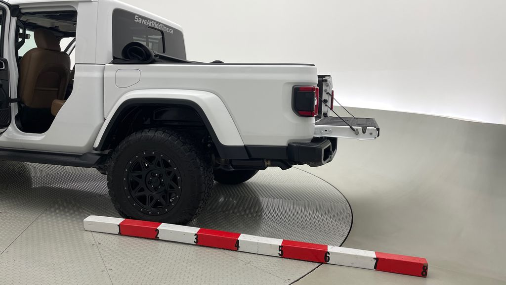 White[Bright White] 2020 Jeep Gladiator Overland 4WD - Navigation, Wheel & Tire Package Additional Photo 1 in Winnipeg MB
