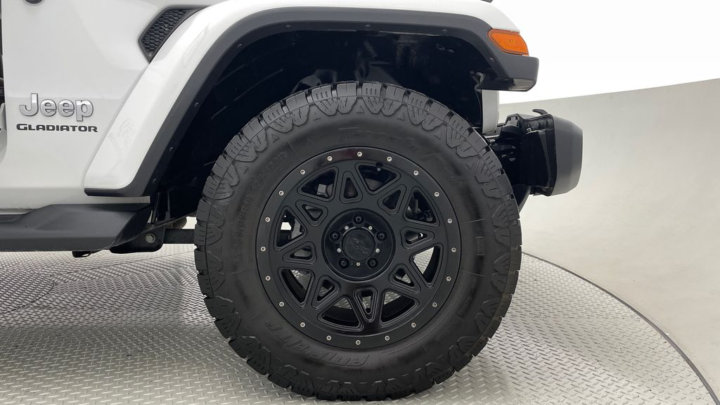 White[Bright White] 2020 Jeep Gladiator Overland 4WD - Navigation, Wheel & Tire Package Right Front Rim and Tire Photo in Winnipeg MB