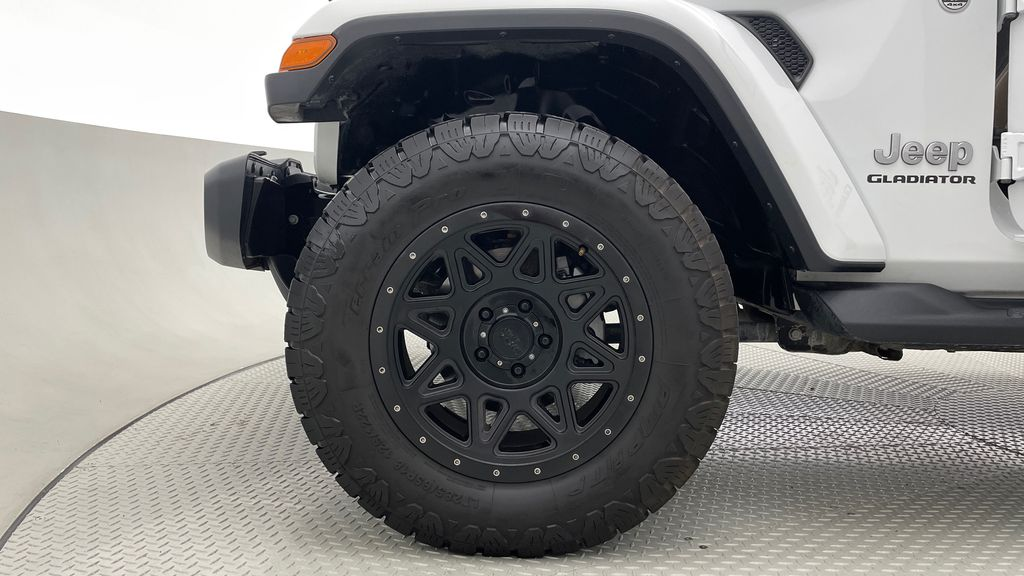 White[Bright White] 2020 Jeep Gladiator Overland 4WD - Navigation, Wheel & Tire Package Left Front Rim and Tire Photo in Winnipeg MB