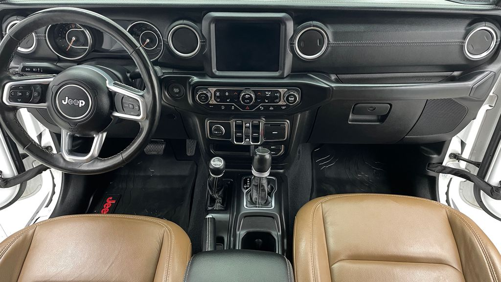 White[Bright White] 2020 Jeep Gladiator Overland 4WD - Navigation, Wheel & Tire Package Central Dash Options Photo in Winnipeg MB
