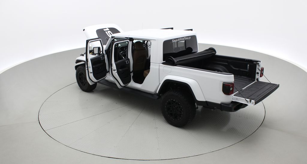 White[Bright White] 2020 Jeep Gladiator Overland 4WD - Navigation, Wheel & Tire Package Right  Rear Corner Photo in Winnipeg MB