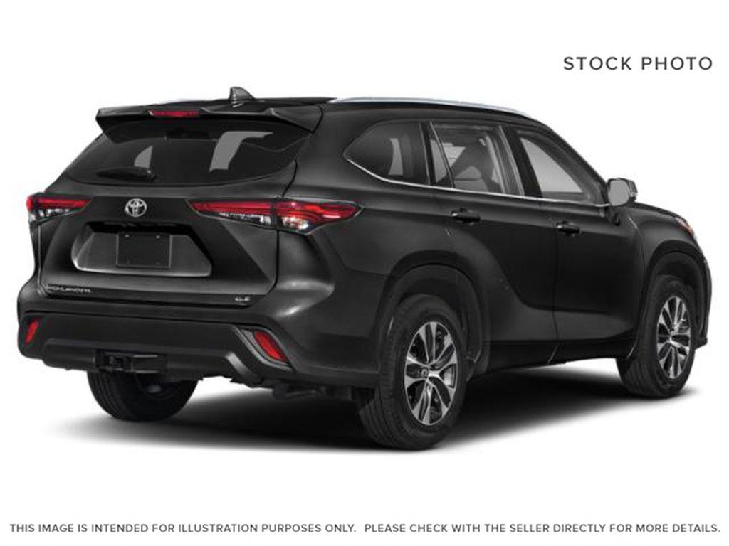 Black[Midnight Black Metallic] 2021 Toyota Highlander Right Rear Corner Photo in Kelowna BC