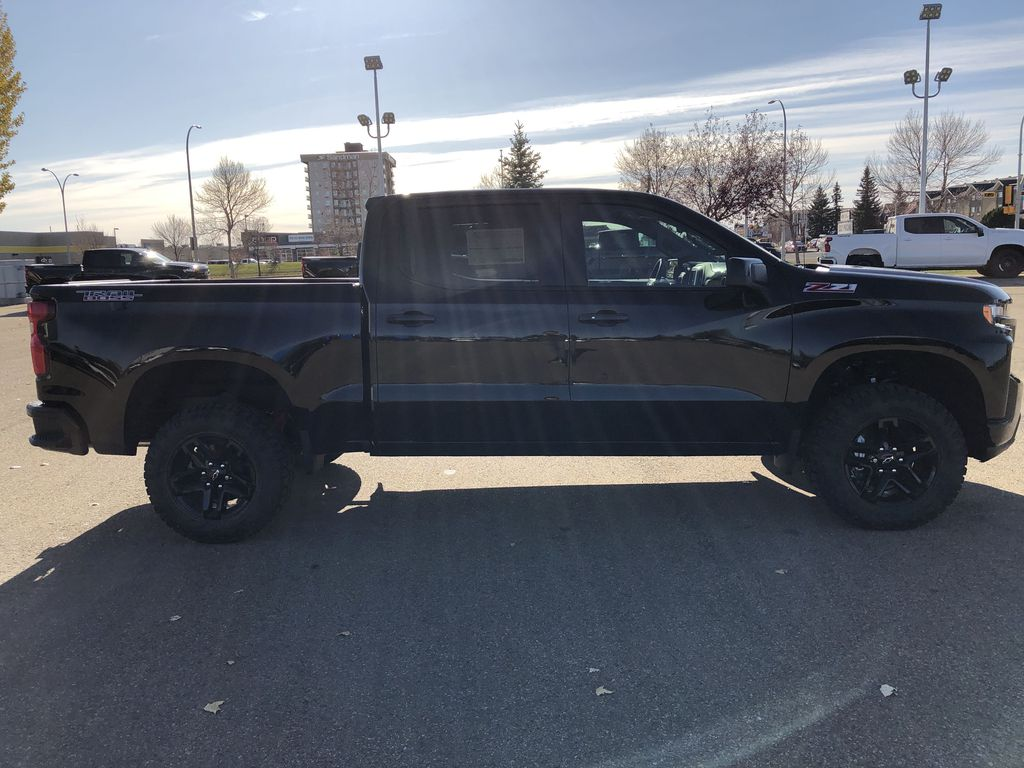 Black[Black] 2021 Chevrolet Silverado 1500 Right Side Photo in Edmonton AB