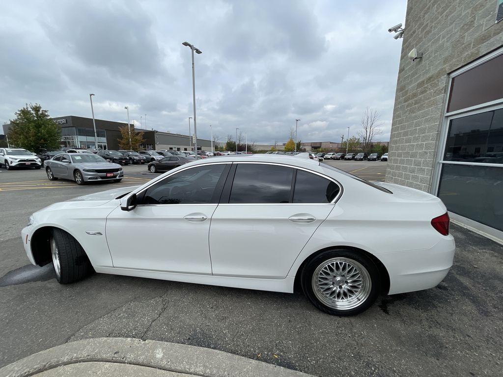 White[Alpine White] 2013 BMW 5 Series Left Front Rim and Tire Photo in Brampton ON
