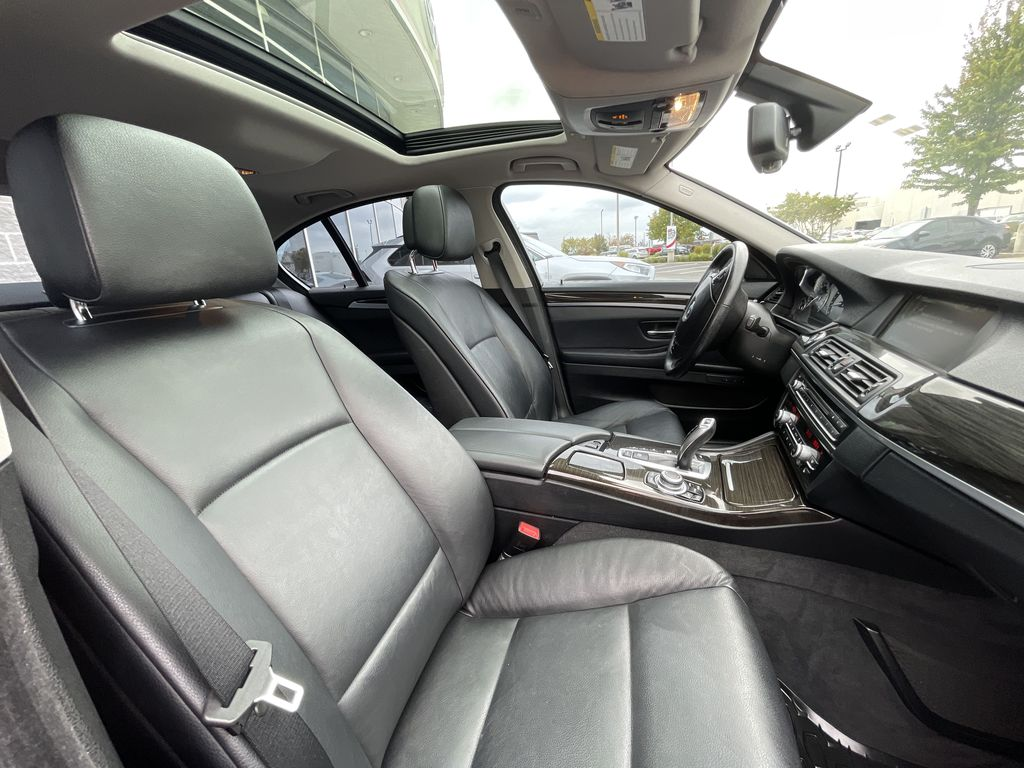White[Alpine White] 2013 BMW 5 Series Navigation Screen Closeup Photo in Brampton ON