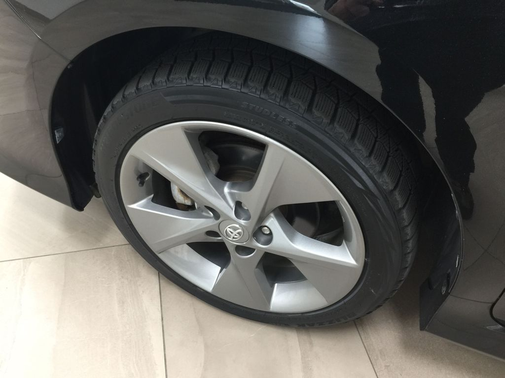 Black[Attitude Black Metallic] 2014 Toyota Camry SE V6 / LOW KMS Left Front Rim and Tire Photo in Sherwood Park AB