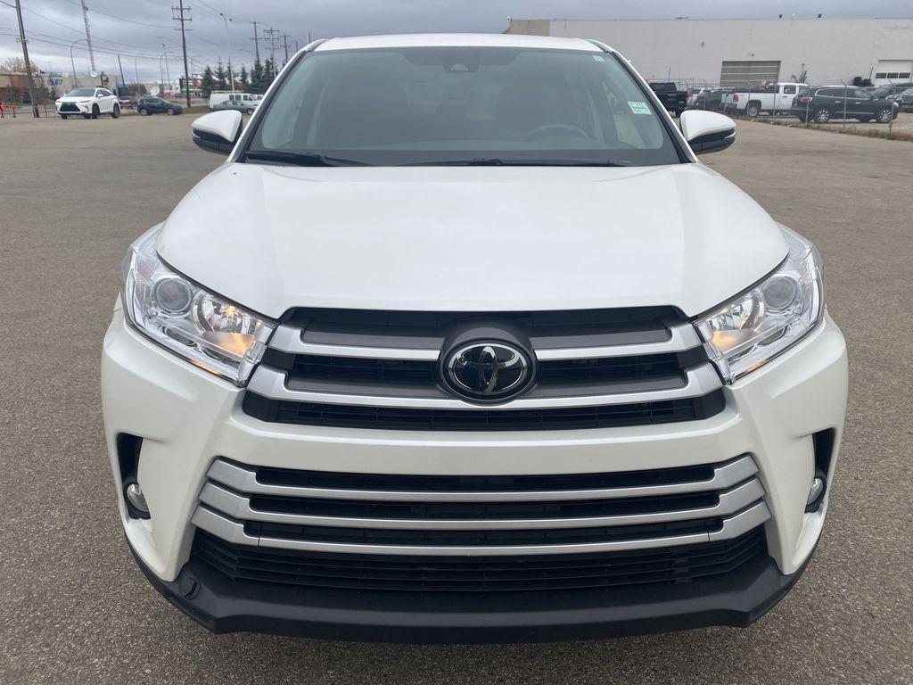 White 2018 Toyota Highlander Front Vehicle Photo in Edmonton AB